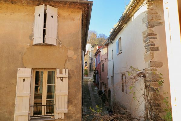 For sale apartment Grimaud - 2 room apartment in the heart of the village