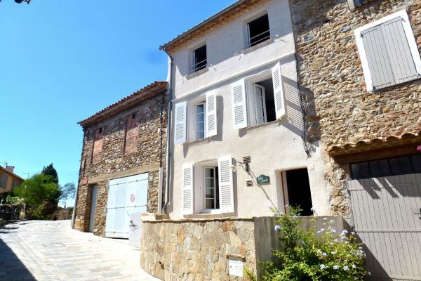For sale village house Grimaud - Renovated house in the village and its barn