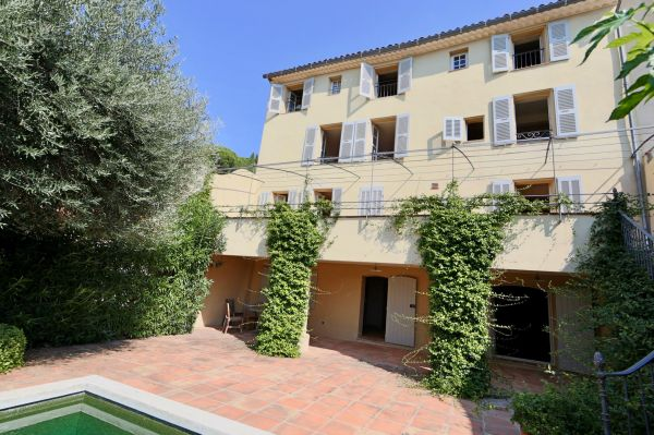 For sale village house Grimaud - Beautiful renovated village house with garden and pond