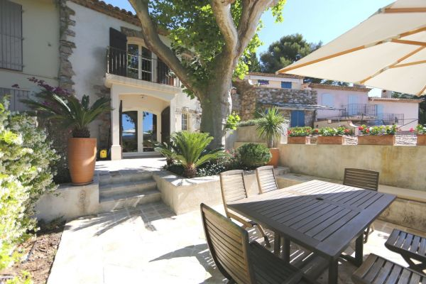 For sale village house Grimaud - Village house with garden and private parking space