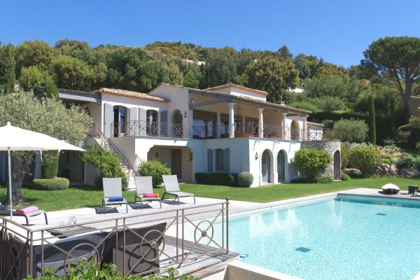 For sale house, villa Grimaud - Breathtaking view of the bay of St Tropez in a private residence