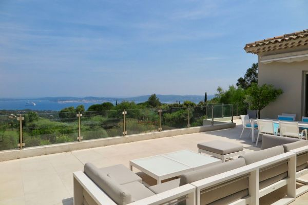 For sale house, villa Grimaud - Contemporary villa with sea view and on St Tropez