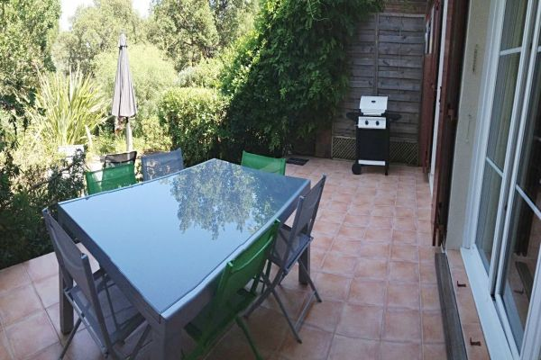 For sale house, villa Grimaud - House with 2 bedrooms and garden in a residential complex with pool and tennis