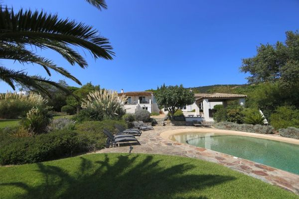 For sale house, villa Grimaud - Villa with sea view in a private domain close to beaches
